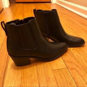 👢NEW👢size 8 Express booties never worn!
